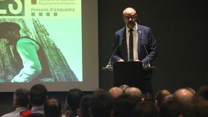 Miquel Buch durant la presentació de 228 nous agents que s'incorporen a Barcelona