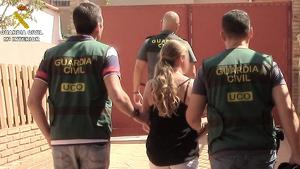 Momento de la detención de la mujer sueca en Benálmadena