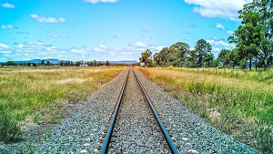Mor un jove al ser obligat a saltar d'un tren en marxa