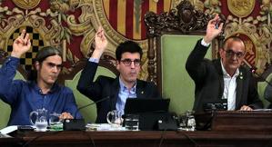 Pla mitjà de l'alcalde de Lleida, Miquel Pueyo, i d'alguns dels tinents d'alcalde