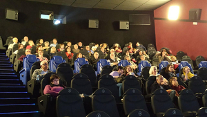 Públic assistent a un dels passis de 'Los nenúfares de Monet' a Ocine Tarragona