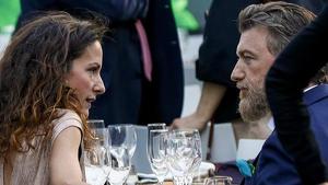 Telma Ortiz junto a su pareja Robert Gavin Bonnar