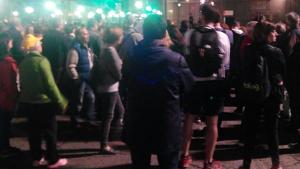 Un grup de manifestants talla la plaça de la Imperial Tàrraco a Tarragona.