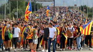 Una multitudinària manifestació a Tortosa recorre la ciutat contra la sentència de l'1-O
