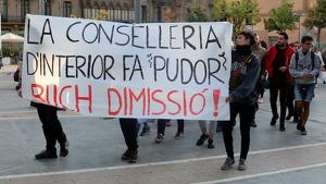 Una setantena de joves s'han manifestat a la ciutat en contra de la sentència i de l'actuació policial
