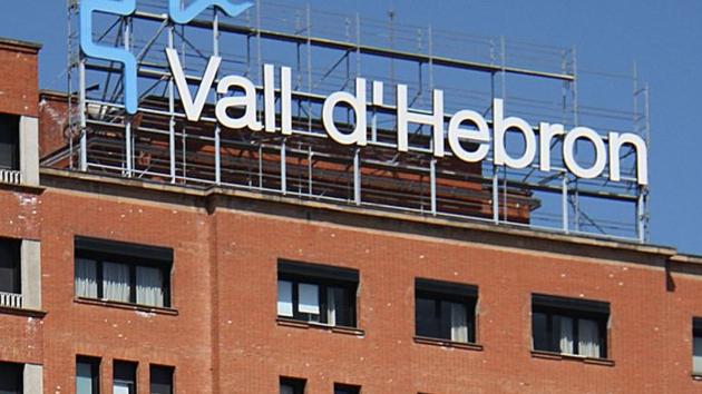 El menor de dos mesos va ser ingressat a la Vall d'Hebron i actualment està en estat estable