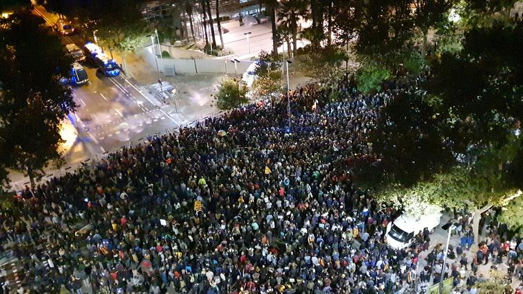 2700 manifestants es concentren davant de la Conselleria d'Interior de la Generalitat