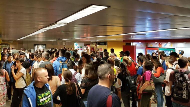 Caos a Sants pel tancament de l'accés al metro
