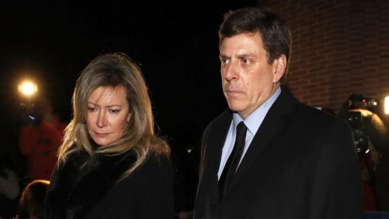 Juan Carlos Quer y Diana López-Pinel en la misa en honor a su hija, Diana Quer