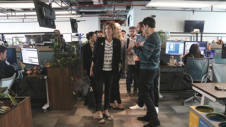 La consellera d'Empresa, Ángels Chacón, ha visitat les noves instal·lacions de King