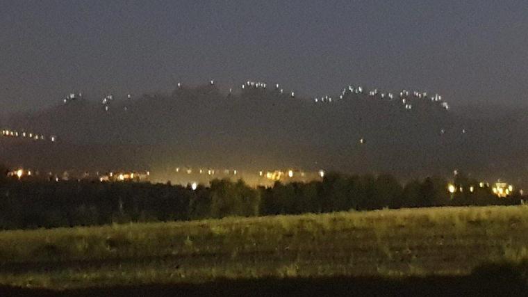 Llum i Llibertat, l'acció de més de 500 escaladors que ha il·luminat Montserrat per celebrar el segon aniversari de l'1-O