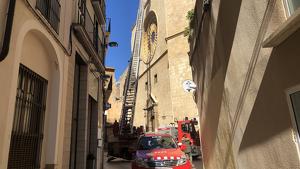 Actuació dels Bombers a la Prioral de Sant Pere de Reus pel fort vent