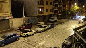 Algunas calles de Palma quedaron cubiertas de mucho granizo ayer por la noche tras una espectacular tormenta