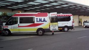 Ambulancia en la puerta del hospital La Fe de Valencia