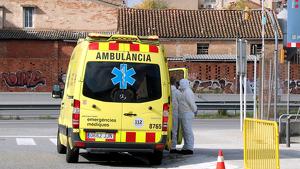 Ambulància SEM atenent persona ferida