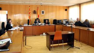 Arrenca el judici contra la dona acusada de calar foc a un pis de Reus per intentar matar l'exparella