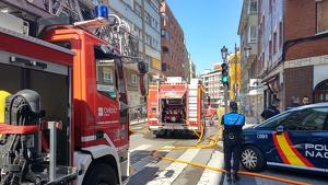 Bomberos intervienen en un local en Oviedo 12 julio 2019