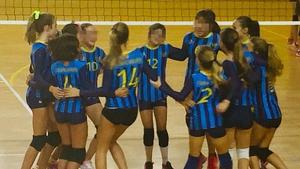 Una nena amb síndrome de Down del Club Volei Esplugues no pot participar en la Copa d'Espanya per ser un any més gran