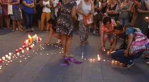 Concentracions contra l'assassinat d'una dona a Terrassa