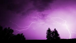 De día lloverá irregularmente en la mitad oeste pero a partir de la noche se generalizarán a todo el país
