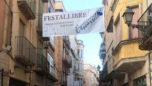 Des de fa dies, el carrer Major de Montblanc llueix una pancarta anunciadora de l'esdeveniment