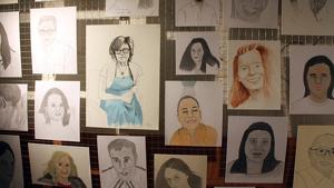 Dibuixos pintats per presidiaris a l'exposició 'Danys col·laterals' en la presó Model. 29 de novembre de 2019