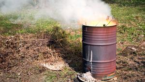 Imagen de un bidón con fuego