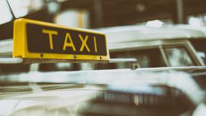 El cuerpo del hombre fue hallado en el asiento del conductor de un taxi