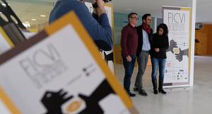 El director del FICVI, Josep G. Varo, l'alcalde de Vila-seca, Pere Segura, i la regidora Cristina Cid han presentat la quarta edició del festival.