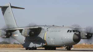 EL menor fue trasladado por un avión del Ejército del Aire
