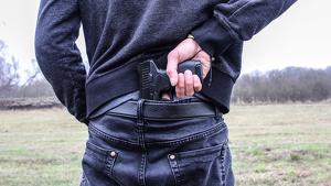 El pare de la víctima anava a fuardar la pistola reglamentària quan va disparar accidentalment