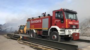 Els bombers en l'incendi de Dénia