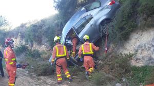 Els bombers han pogut traure a la dona de l'interior del vehicle