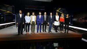 Els vuits membres del partits i Vicent Sanchís posant pels mitjans