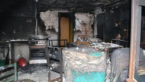 Estat del menjador de la casa després de l'incendi