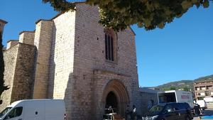 Exterior de l'església de Sant Francesc de Montblanc amb el set de rodatge.