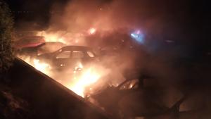 Fins a 41 cotxes s'han cremat en l'incendi