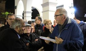 Ignacio Laguna, portaveu de la Plataforma NO Tribut, s'ha dirigit als concentrats davant l'Ajuntament de Cerdanyola