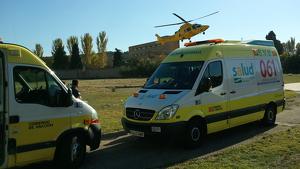 Imagen de archivo de dos ambulancias del 061 de Aragón.