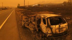 Imagen de archivo de un coche incendiado