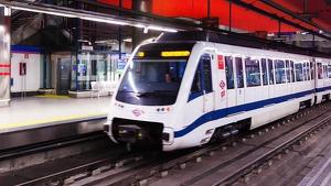 Imagen de archivo de un maquinista en un Metro de Madrid