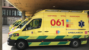 Una ambulancia del 061 aparcada en un hospital.