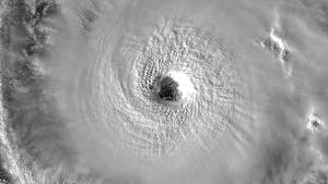 Imagen del ojo del huracán Halong con categoria 4