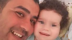 Imagen del padre y de su hijo en el hospital