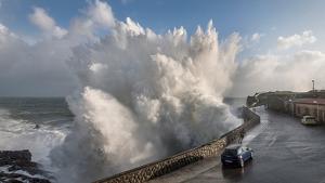 Imagen espectacular del temporal de mar que se vive en el Cantábrico