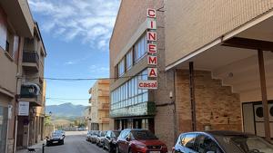 Imatge actual de l'exterior del cinema del Casal de Montblanc.