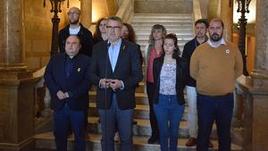 Imatge d'arxiu de l'equip de govern municipal en una declaració institucional. En primera fila, la tinent d'Alcalde, Carla Aguilar. A la segona fila, el primer per l'esquerra, Hermán Pinedo,