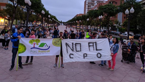 Imatge de la concentració dels veïns del Parc Francolí contra l'obertura del nou CPO el passat 10 d'octubre.