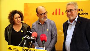 Imatge de la diputada Norma Pujol, el president d'ERC a l'Ebre, Alfins Montserrat, i el senador Miquel Aubà