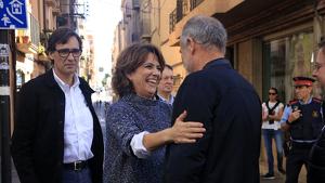 Imatge de la ministra de Justícia, Dolores Delgado, saludant el cap de llista del PSC a Tarragona, Joan Ruiz